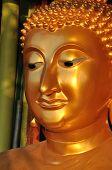 Buda cara Sine latón
