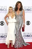 LOS ANGELES - JAN 7: Anna Faris, Allison Janney at the 2015 People's Choice Awards at Nokia Theater L.A. Live on January 7, 2015 in Los Angeles, California