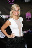 LOS ANGELES - 6 de JUL: Darcie Odom chegando no Dreamworld Benefit Concert para cair pios em