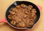 Lamb kidneys cooked in a curry sauce made of onion, garlic, chilli, cloves, tomato puree, coriander,
