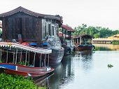 picture of houseboats  - Houseboat in the Tha Chin River Nakhonpathom - JPG
