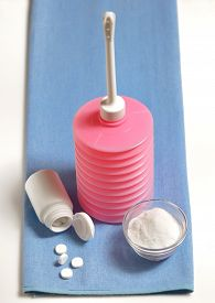picture of douche  - Vaginal irrigator set with chloramine and bicarbonate - JPG