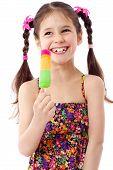 Chica con helado de agua