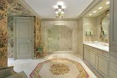 master Luxusbad mit Marmor Dusche