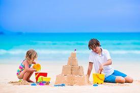 image of spade  - Kids playing on a beach - JPG