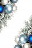 Verschneite Weihnachtsdekoration