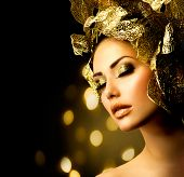 Fashion Glamour Makeup. Beauty Model Girl with Glamor Golden Make-up and Hairstyle. Holiday Gold Mak