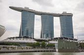 SINGAPORE - NOVEMBER 05, 2012: Marina Bay Sands - one of the most luxurious hotels in the world. The hotel has the largest and most expensive casino in the world , worth about $ 8 billion .