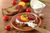 Sandwich with cream cheese, tomatoes and herbs