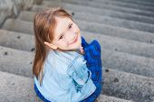picture of foreshortening  - Portrait of a cute little girl - JPG
