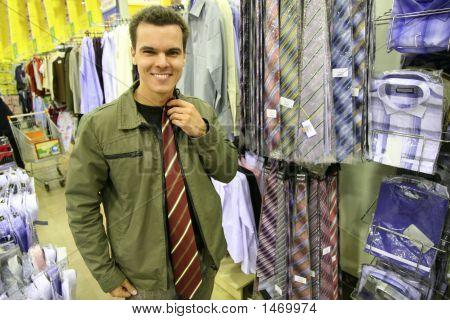 Постер, плакат: Человек купить галстук