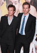LOS ANGELES - AUG 01:  Jason Bateman & Ryan Reynolds arrives to the