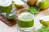 Spinach With Apple And Kiwi Smoothie