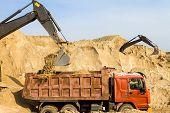 Excavadora carga volquete