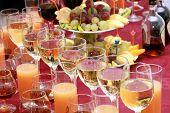 Catering Gläser mit Getränken