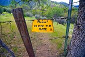 Please Close The Gate Sign
