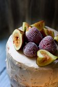 foto of tort  - Small torte with freshness strawberries and figs - JPG