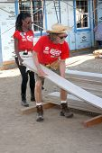 LOS ANGELES - OCT 25:  Shanola Hampton, William H Macy at the Habitat for Humanity build by Showtime's
