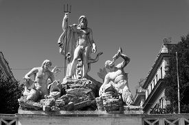 pic of trident  - Fountain of Neptune is a monumental fountain located in the Piazza del Popolo in Rome - JPG
