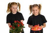 Präsentiert von zwei Mädchen
