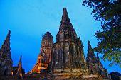 Viejo pagado en Ayutthaya, en la noche - Tailandia