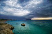 Salida del sol y el mar turquesa
