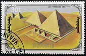Mongolei - CIRCA 1990: Eine Briefmarke gedruckt in Mongolei zeigt die Pyramiden in Ägypten circa 1990