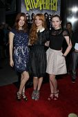 LOS ANGELES - SEP 24:  Dani Thorne, Bella Thorne, Kathryn Newton arrives at the