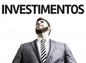 Business man with the text Investment (In Portuguese) in a concept image