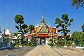 Statue And Church  Wat Arun