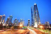 SHANGHAI - 20 de JUL: Torre Jin Mao y Shanghai palabra centro financiero (que es el más alto en este w