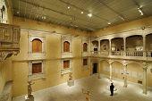 NEW YORK CITY - 30 de junio: Vivienda más de 2 millones de obras de arte, el Museo Metropolitano de arte es una