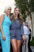 LOS ANGELES - MAY 31:  Yolanda Foster, daughter Gigi at the David Foster Hollywood Walk of Fame Star