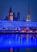 Áustria, lentos de linz, Áustria superior. noite baleado. Catedral velha e nova