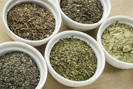 picture of irish moss  - bowls of seaweed diet supplements  - JPG