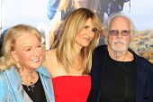 m LOS ANGELES - NOV 19:  Spouse, Diane Ladd, Laura Dern, Bruce Dern at the