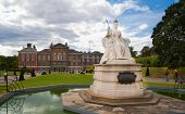 Kensington palace and queen Victoria monument