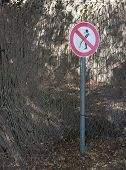 picture of urinate  - No urinating sign - JPG
