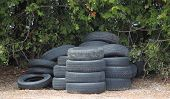 Uma pilha de pneus