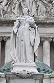 picture of sceptre  - Queen Victoria monarch of Great Britain Statue - JPG