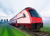 Super schlanke Train with Motion blur wechselt vom Stadt