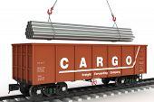 Tubos em vagão ferroviário de carga.