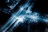 Megacity Autobahn nachts mit Licht Wege in shanghai China.