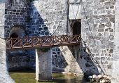 Bridge to the castillo de la Real Fuerza.