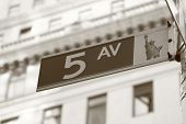 5Th Ave firmar en Manhattan, Nueva York