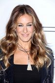 LOS ANGELES - OCT 11:  Sarah Jessica Parker arrives at the amfAR Inspiration Gala Los Angeles at Mil