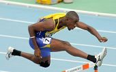BARCELONA - el 11 de julio: Tramaine Maloney de Barbados durante 400m vallas evento el 20 de Junio de mundo