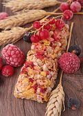granola bar and berries