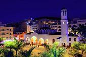 Iglesia de noche Los Cristianos en Costa Adeje de Tenerife Arona Islas Canarias