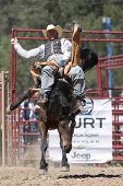 PRCA Rodeo vaquero y Bronc (editorial)